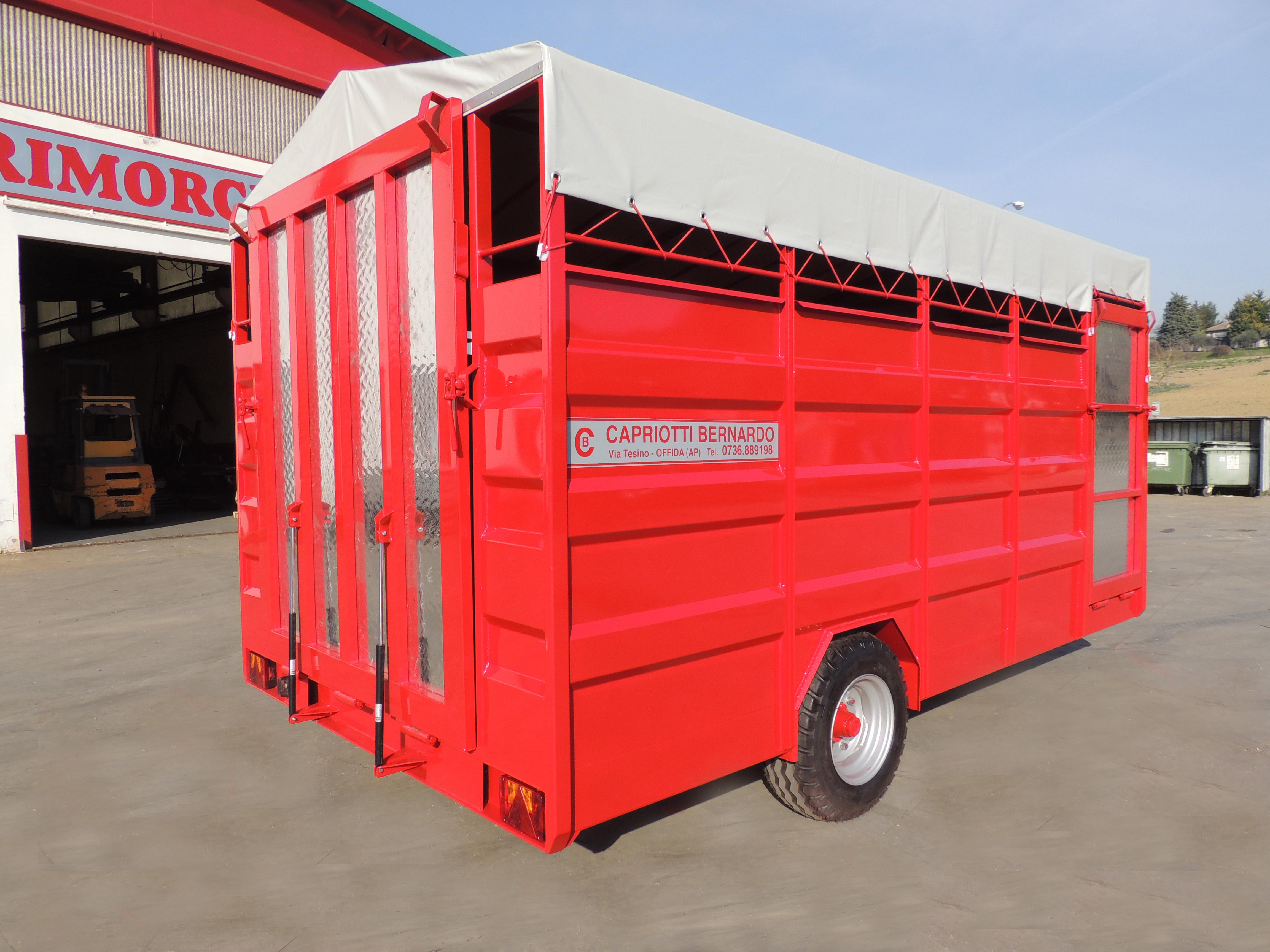 Rimorchi trasporto bestiame capriotti rimorchi for Capriotti rimorchi agricoli